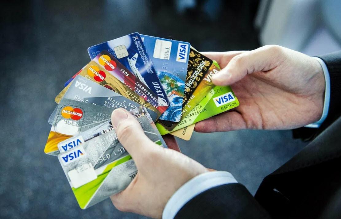Дебетовые карты без платы за годовое обслуживание: какую выбрать в 2020 году?